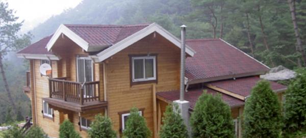 Ngói Pháp Onduvilla lợp mái biệt thự trông hòa hợp thiên nhiên và rất đẹp